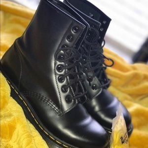 Women's 1460 Smooth Dr. Martens boots